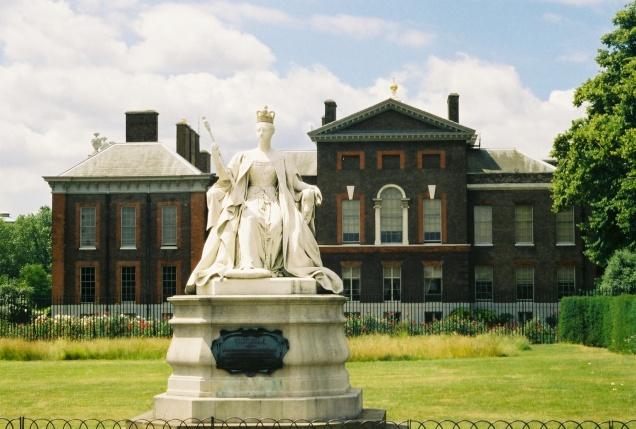 Queen Victoria statue in Kensington Palace garden ©Joyce Millman, 2013